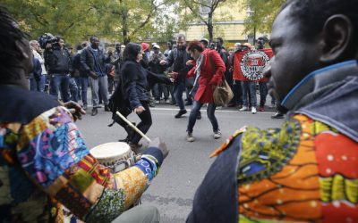 Italians throw party to welcome migrants in Milan