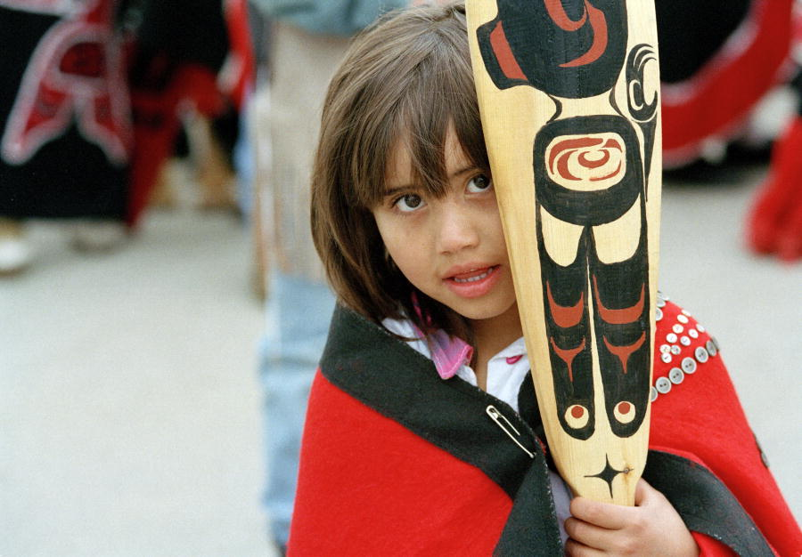 Canada: misuse of indigenous symbols in costumes